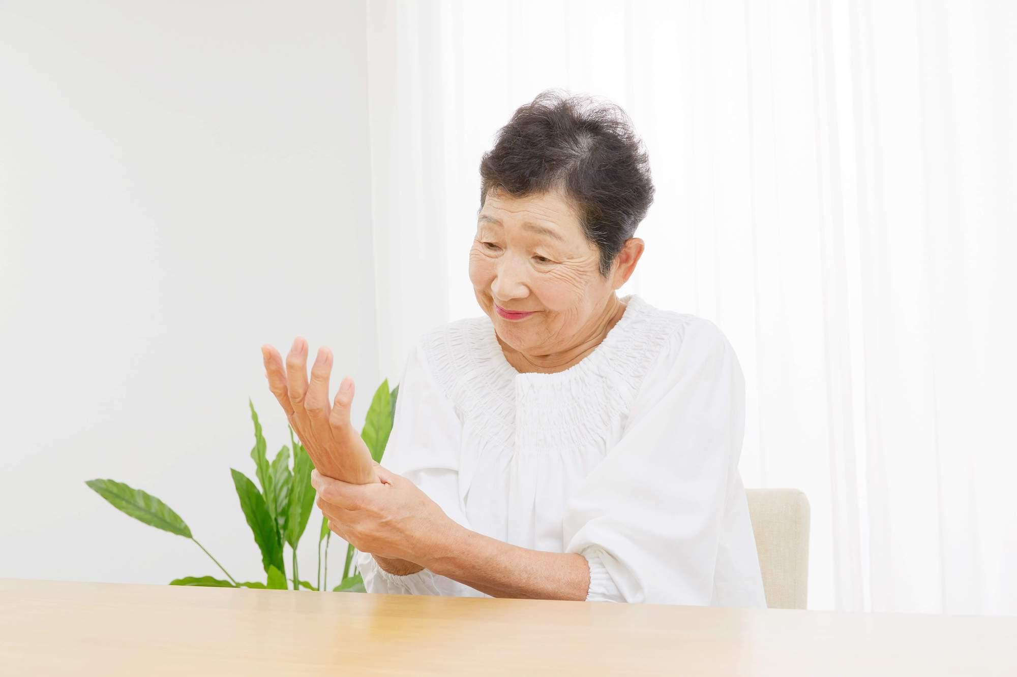 Douleurs de rhumatisme à la main
