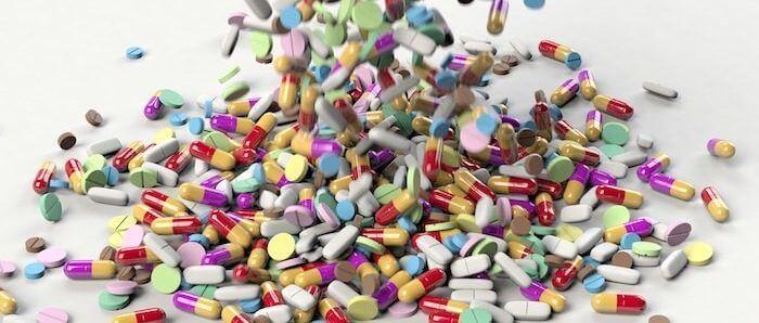 Montagne de médicaments inutilisés